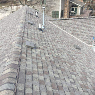Asphalt shingle color choices for Milwaukee roofs