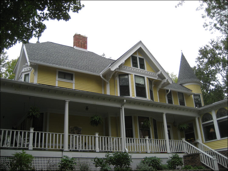Wauwatosa Victorian Home Roof And Gutter Replacement
