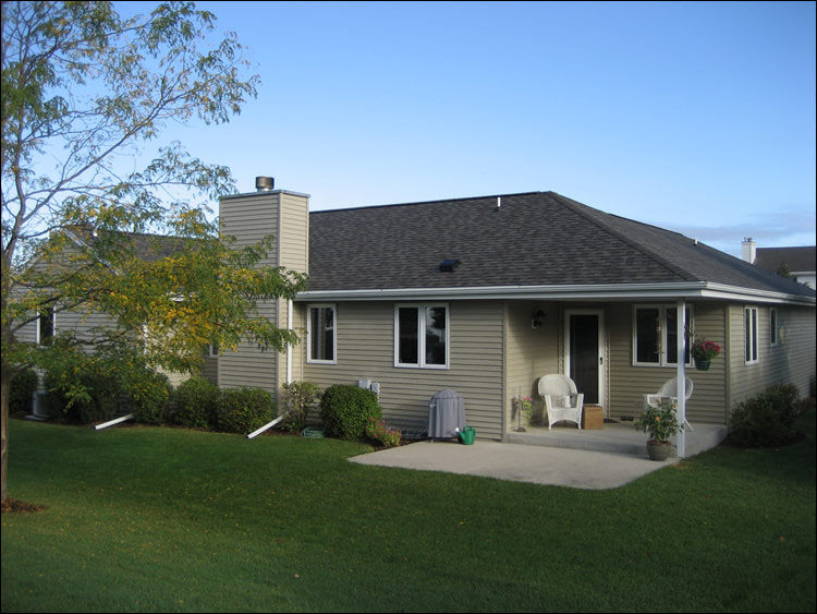 Waukesha Ranch With Weatheredwood Roof And Pebblestone