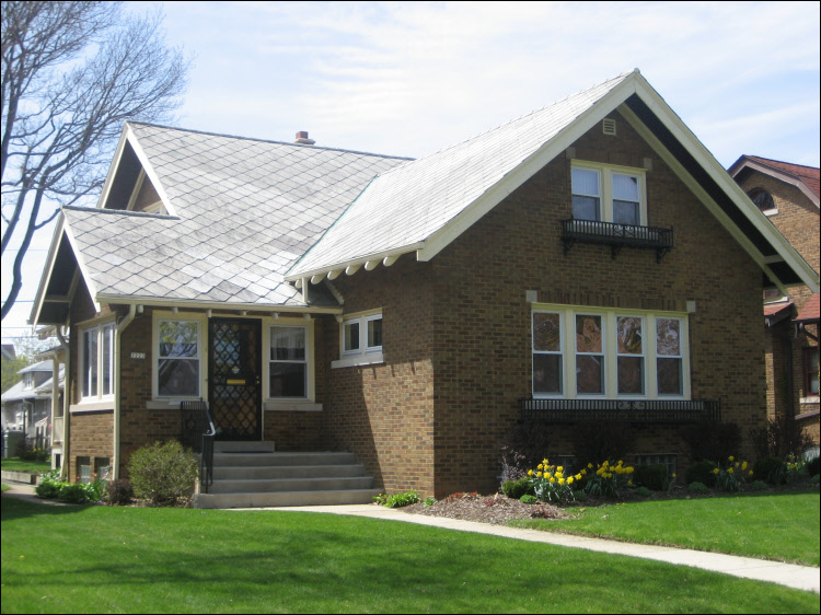 Milwaukee Roofing Repair - new roof, shingles, and seamlesss gutters