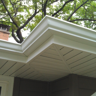 Milwaukee gutter & trim replacement contractors