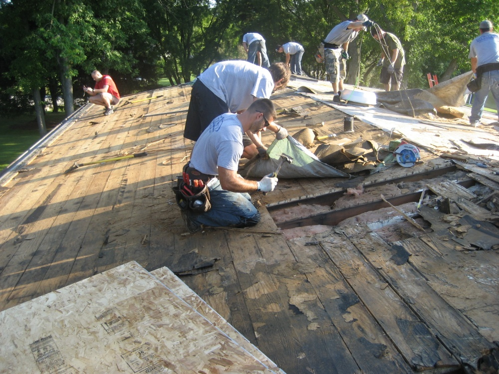 Roof repair from Milwaukee contractors